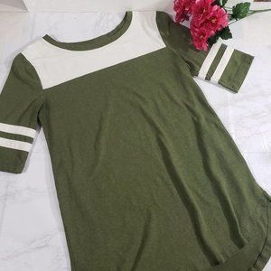 SO Green Crew Neck Fitted Tee Size Small